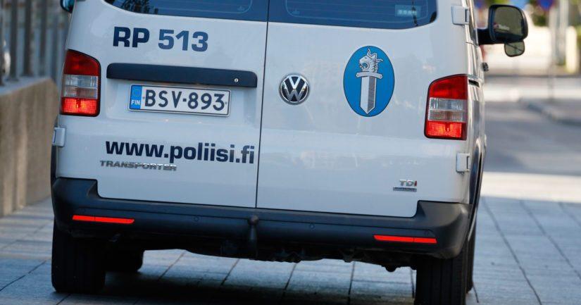 Poliisi kertoo, että asianomistaja ei loukkaantunut ryöstön yhteydessä.