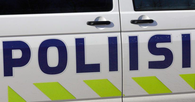 Poliisille tehdyn ilmoituksen mukaan henkilöauton mieskuljettaja oli houkutellut lasta autonsa luo.