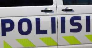 Pohjanmaan poliisi puuttui häiritsevään ajoon – nuoriso luistatteli kapealla tiellä kahden kaistan leveydellä