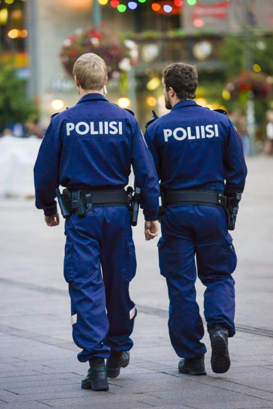 Poliisin pelätään etääntyvän yhä enemmän kansalaisista kaikissa Pohjoismaissa. (Kuva Fotolia)