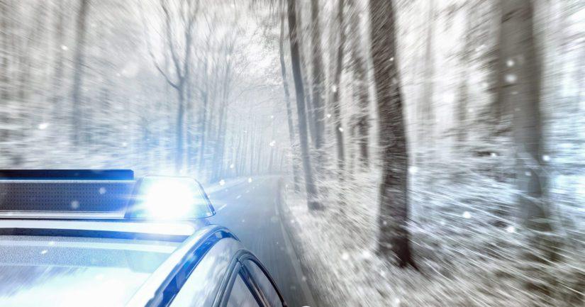 Teini-ikäinen kuljettaja pakeni poliisia – matka päättyi lumipenkkaan