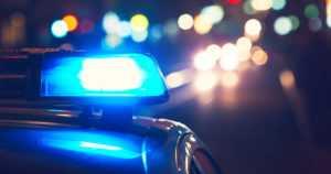 Huumekuski pakeni tyhjillä renkailla yli piikkimaton – poliisipartio työnsi auton lopulta ulos tieltä