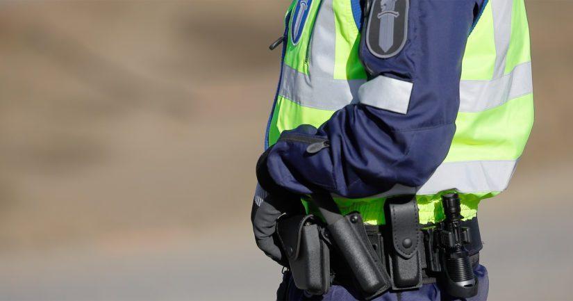 Poliisin läsnäolo kiinnitti asukkaiden huomion, sillä tehtävälle liittyi useita poliisipartioita.