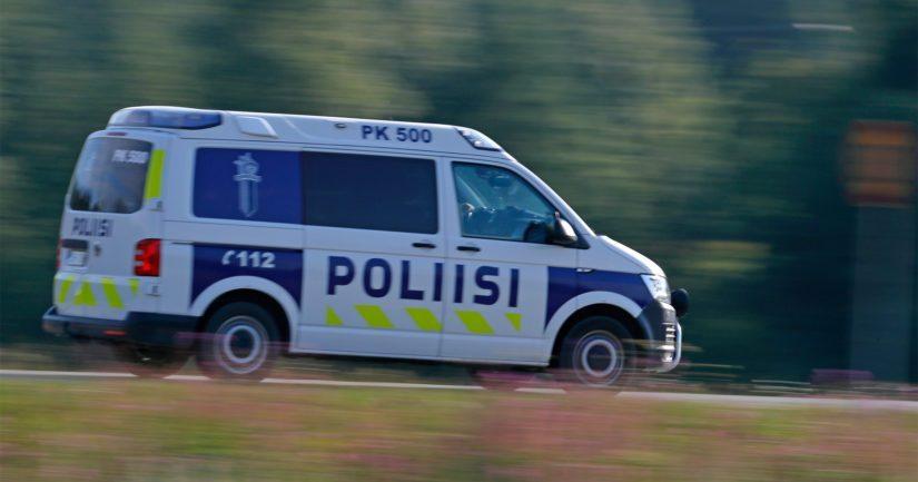 Poliisilla oli illalla takaa-ajotilanne Porvoon ampumistapauksen johdosta.