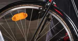 Pyöräkolarin toinen osapuoli poistui paikalta – mustatrikoisen miehen maastopyörässä useita taustapeilejä