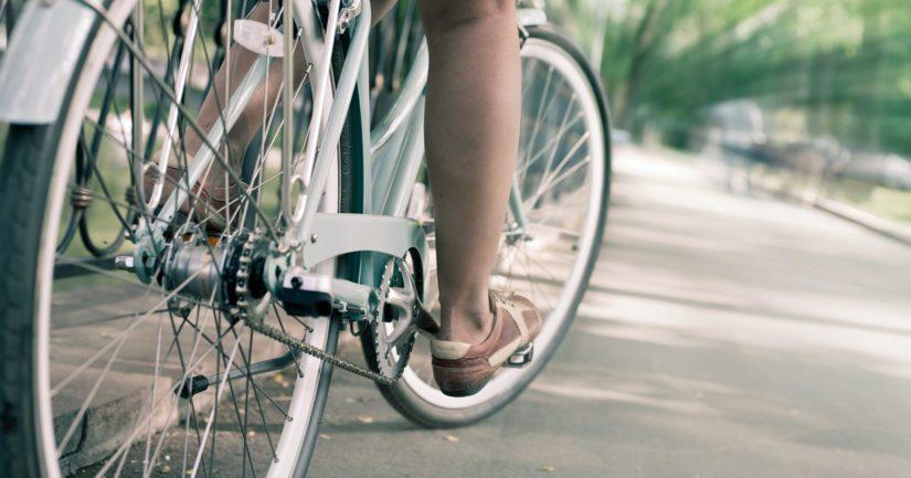 Törmääjä oli liikkeellä valkoisella, uudehkolla naisten polkupyörällä.