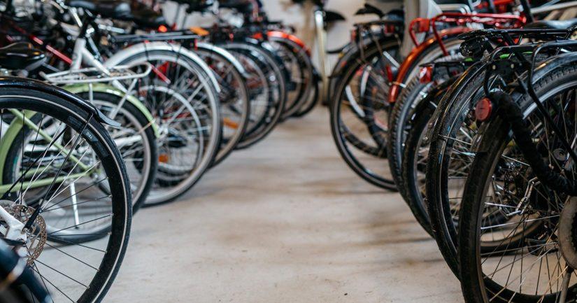 Arvokkaat polkupyörät voi olla aiheellista siirtää pitkän poissaolon ajaksi taloyhtiön pyörävarastosta jopa sisälle huoneistoon.
