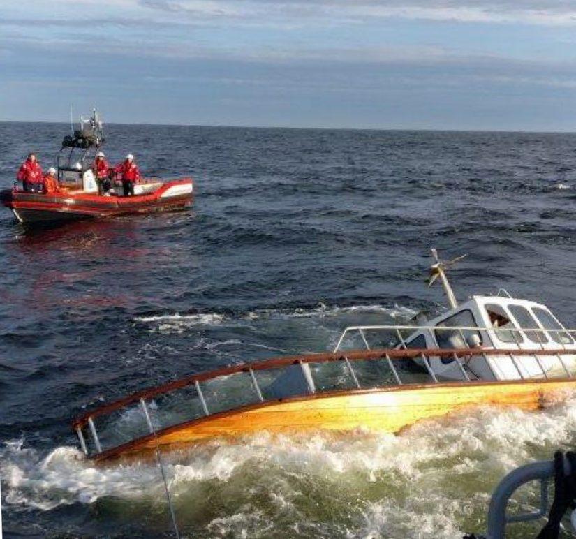 Kymmenmetrinen puuvene joutui merihätään Porkkalanniemen itäpuolella, pelastustoimet päättyivät onnellisesti.