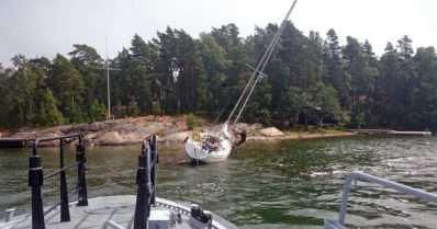 Moottorivene upposi, purjeveneitä karilla, kanootteja kaatui – vilkas viikko merivartiostolla