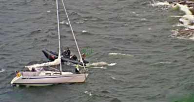 Moottorivene upposi, purjevene ajoi rysään – merivartiostolla kiireisiä pelastustehtäviä
