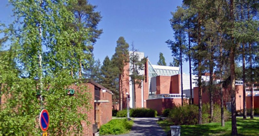 Pyhän Tuomaan kirkko on rakennettu 1970-luvulla ja sen on suunnitellut arkkitehti Juha Leiviskä.