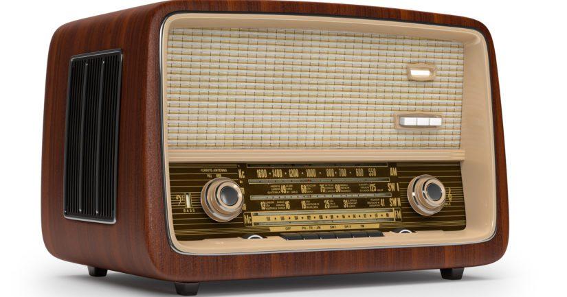 Radioiden soittolistoille pääseminen tuo kultaa sekä kunniaa ja se vauhdittaa äänite- ja keikkamyyntiä.