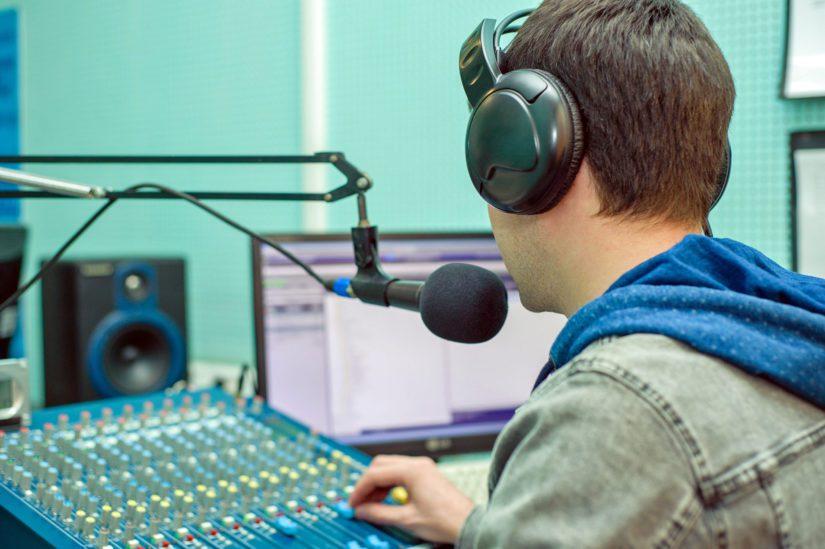 Amerikassa maksettiin radiokorvauksia miljoonia, Suomessa markkinointiraha on vain tuhansia euroja. (Kuva Fotolia)