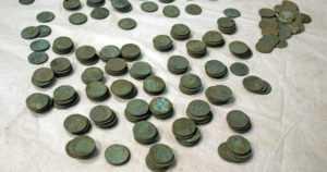 Sienestäjä etsi kantarelleja kotinsa läheltä – löysi rahakätkön, jossa oli yli 400 kolikkoa 1700-luvulta