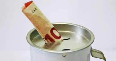 Rahankerääjä vakuuttaa olevansa hyvällä asialla – onko kyseessä laillinen vai laiton rahankeräys?