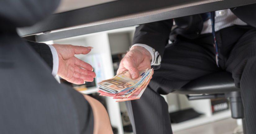 Kolumnistimme mukaan rikkaille on tyypillistä piilottaa varallisuutensa.