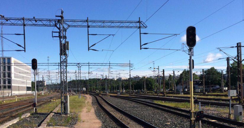 Suomen rautateillä junat kulkevat raideleveydellä, joka poikkeaa Euroopassa yleisesti käytössä olevasta.