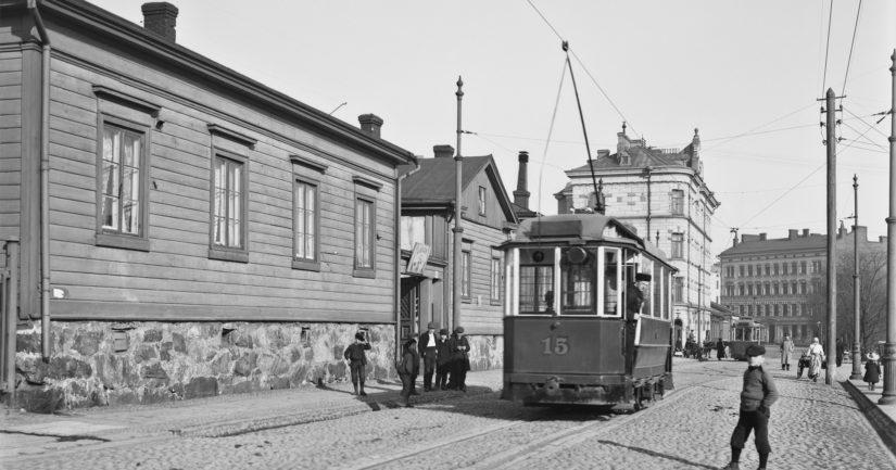 Raitiovaunu Lapinlahdenkadulla matkalla päätepysäkille Marian sairaalan eteen vuonna 1907.