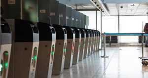 Rajatarkastusautomaattien käyttö kasvaa lentoasemalla – kone ei edelleenkään korvaa ihmistä