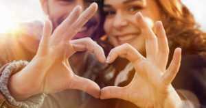 """Parisuhde on tärkeä miesten itsetunnon kannalta – """"Avioliitto on yhteydessä parempaan mielenterveyteen"""""""
