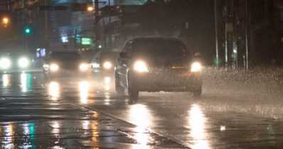 """Syysmyrskyn vaikutukset saattavat näkyä juna- ja tieliikenteessä – """"Ajokelit ovat nyt haasteellisia"""""""