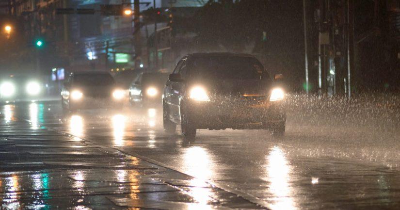 Vettä voi sataa sade- ja ukkoskuurojen yhteydessä lyhyessä ajassa hyvin runsaasti.