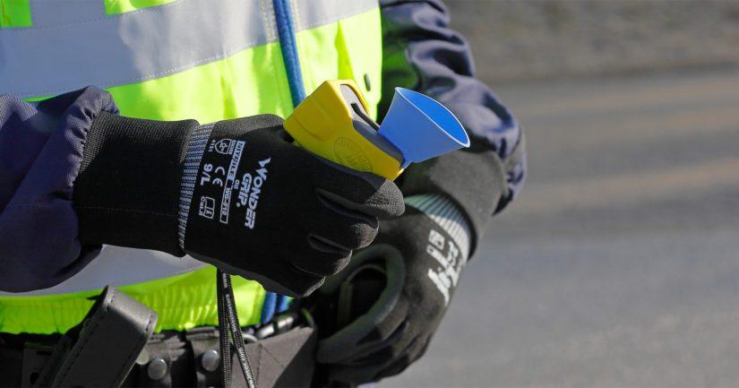 Kuljettajana toiminut nainen puhalsi seulonta-alkometriin 0,71 mg/l tuloksen.