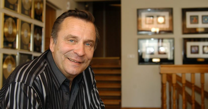 Reijo Taipale saavutti pitkällä urallaan useita kulta- ja platinalevyjä.