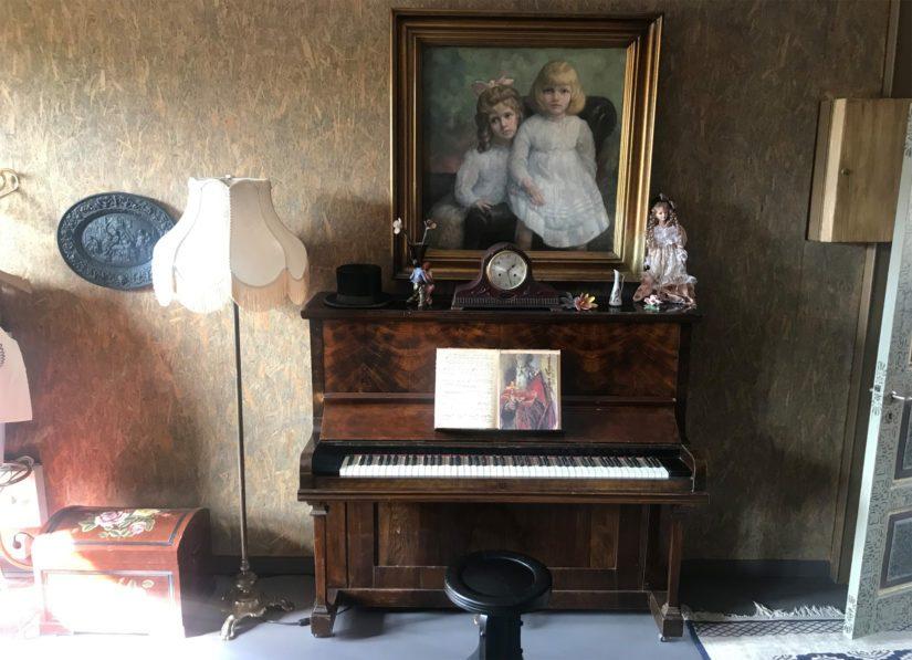 """Pianosta voi taitaja loihtia vaikka """"Paholaisen masurkan"""" sävelet."""