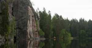 Kansallispuiston riippusilta oli romahtamaisillaan – sillalla olleet henkilöt saatiin turvaan