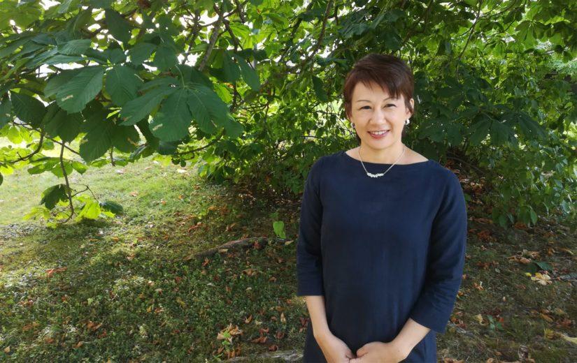Väittelijä Rie Fuse työskentelee Helsingin yliopiston humanistisen tiedekunnan kielten osastossa japanin kielen yliopisto-opettajana.
