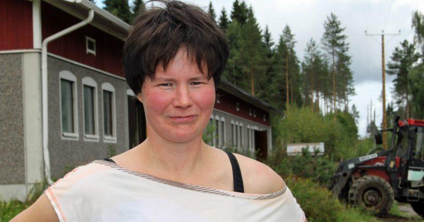 Riitta Rytkönen ryhtyi isännöimään kotitilaansa 12 vuotta sitten. – Päivääkään en ole katunut, vaikka jokaisen maitokilon eteen pitää tehdä lujasti töitä.