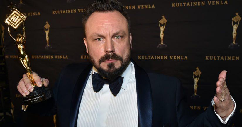 Lasten- ja nuortenkirjallisuuden Finlandia-voittajan valitseva televisiotuottaja ja toimittaja Riku Rantala on itsekin palkittu muun muassa Kultaisella Venlalla.
