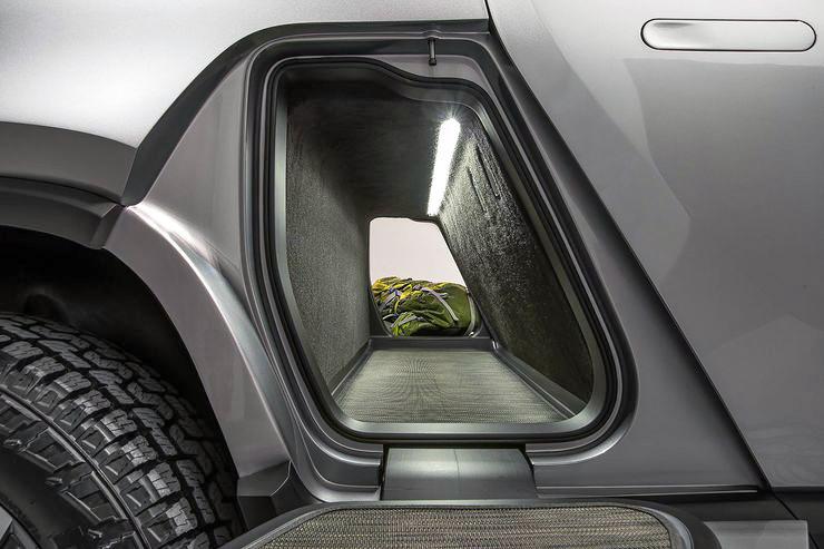 Hytin takana sijaitsee tunnelin mallinen ruuma, jonka ovia voi käyttää myös astinlautoina.