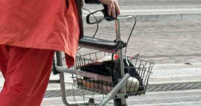 Kolmekymppisen miehen iäkkäät uhrit liikkuivat rollaattorilla – epäilty esiintyi putkiasentajana