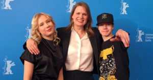 Hölmö nuori sydän palkittiin Berliinin elokuvajuhlilla – Selma Vilhusen ohjaama elokuva sai Kristallikarhun