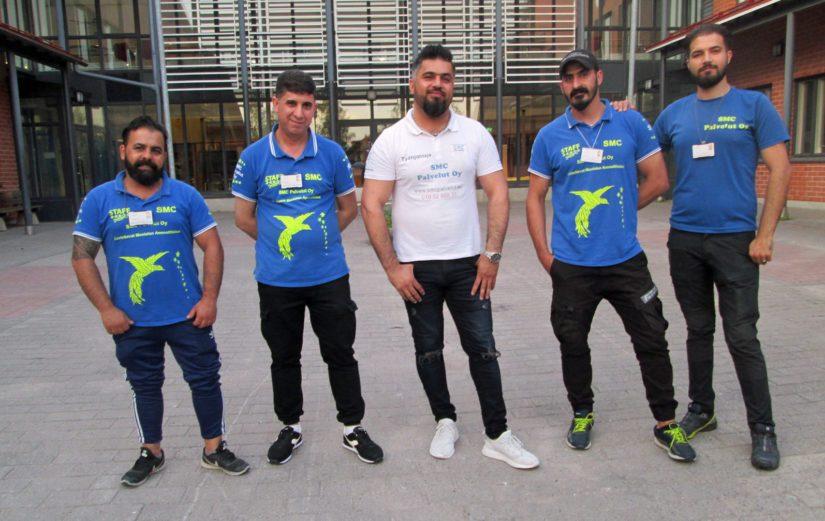 Työnantajansa SMC Palveluiden tueksi asettuivat Arkan Harbi Al-Duleimi, Kadhim Mohaisen Shbari, Mustafa Okbi, Abdulrahman Sami Ahmed ja Omar Hasan Abdulsattar.