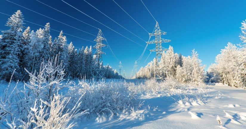 Ulkopuolisia kehotetaan olemaan liikkumatta sähkölinjojen alueilla, missä on työkoneita.