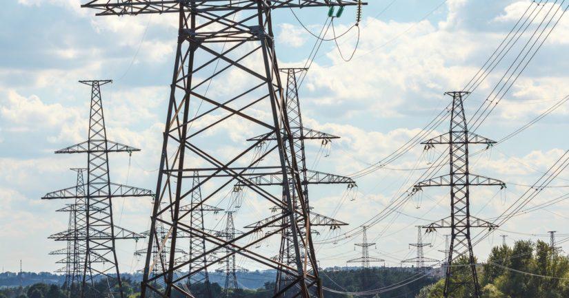 Kolumnistimme huomauttaa, että myös valtiovalta on jatkuvilla sähköveron korotuksilla pitänyt huolen siitä, että kotitalouksien sähkölasku kasvaa.