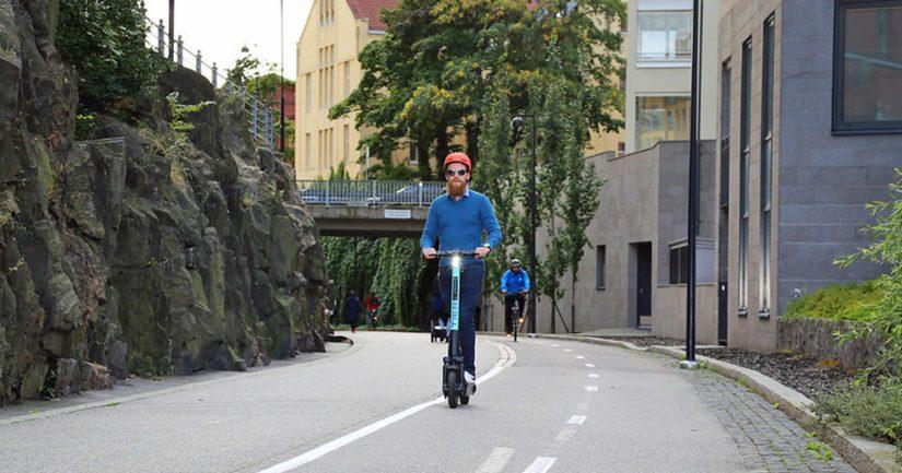 Sähköpotkulautaonnettomuuksissa päihtymys on yleisempää, kuin polkupyöräonnettomuuksissa.