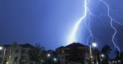 Rankkoja sade- ja ukkoskuuroja odotettavissa koko maahan – sää jatkuu edelleen helteisenä