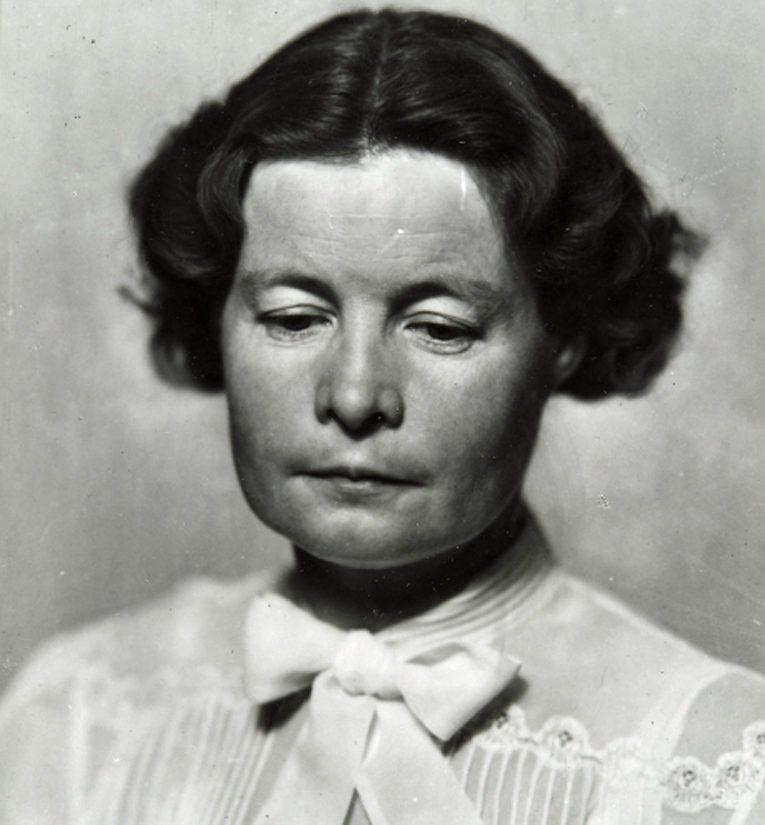 Sally Salminen kirjoitti myös sodan jälkeen lukuisia romaaneja.