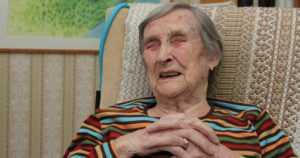 Lääkintälotta Salme Haltia, 105, ei unohda kuolevan viimeistä katsetta –
