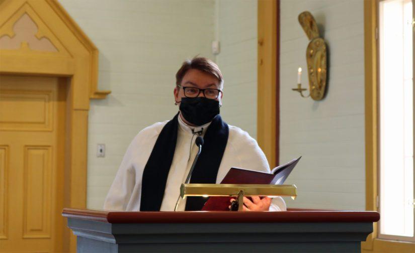 Siunauksen suoritti Nivalan kirkkoherra Sanna Jukkola.