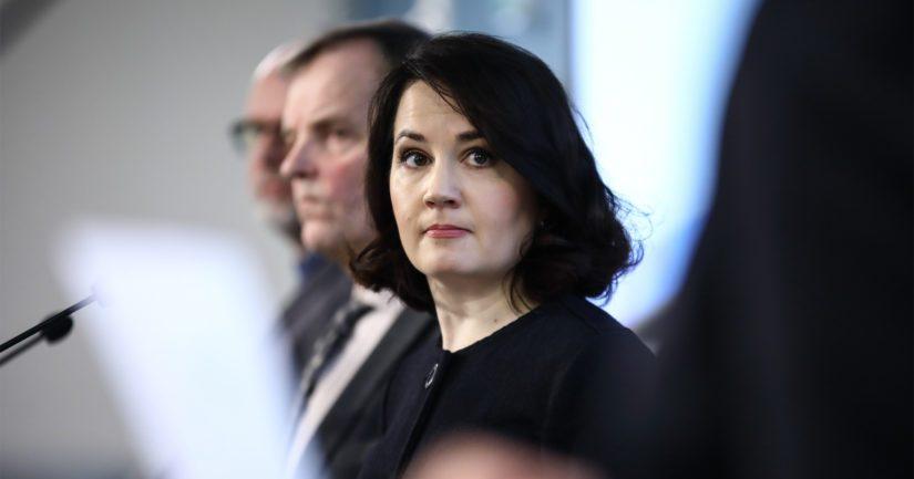 Opetusministeri Sanni Grahn-Laasonen vaatii kuntia ja kouluja ottamaan kiusaamiseen puuttumisen erittäin vakavasti.