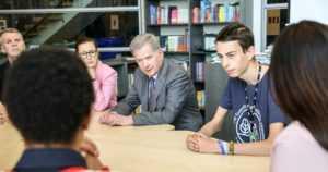 Presidentti Sauli Niinistö tapasi maailman koululaisten ilmastokokouksen nuoria