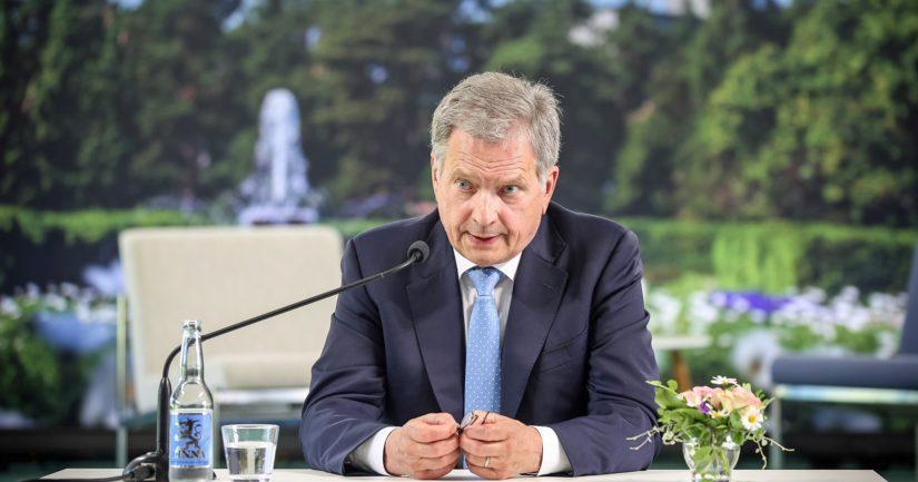 Presidentti Niinistö tapasi mediaa ennen Kultaranta-keskustelujen alkua.