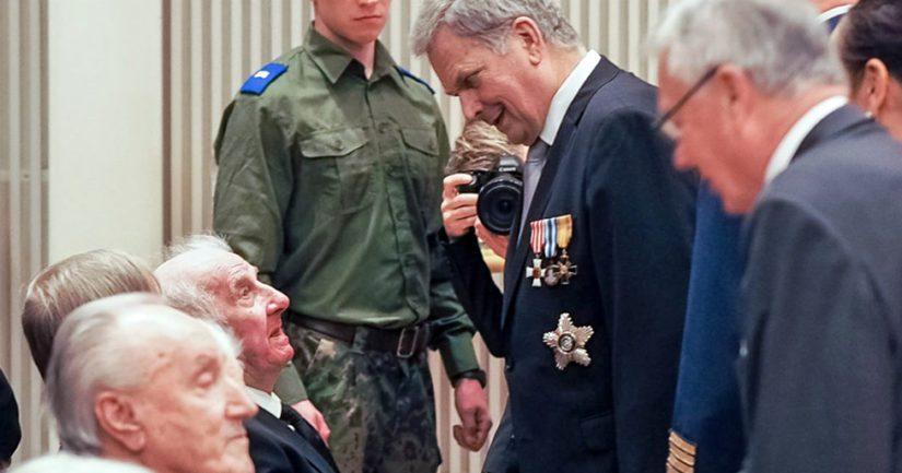 Presidentti Niinistö palkitsi veteraaneja kunniamerkein ennen veteraanipäivän pääjuhlaa Kuopiossa.