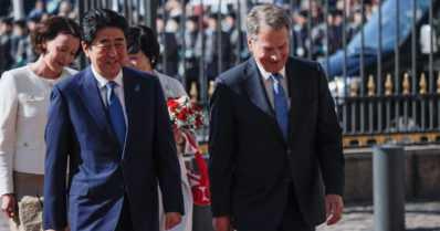 """Japanin pääministeri Abe vierailulla – """"Tehostamme yhteistyötämme arktisen alueen osalta"""""""