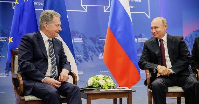 Presidentti Sauli Niinisto tapasi Venäjän presidentti Vladimir Putinin Pietarissa ennen kansainvälisen arktisen foorumin pääistuntoa.